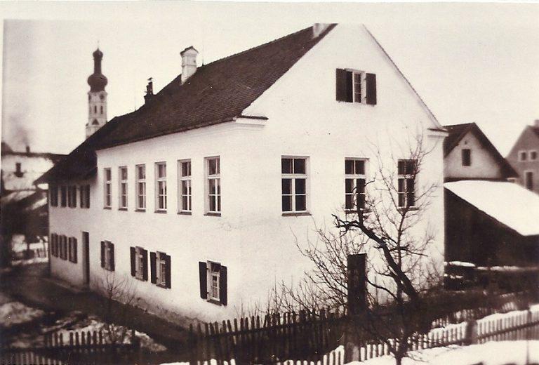 Schulhaus Mädchenschulklasse 1907, jetziges Rathaus